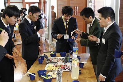 これから一緒に過ごす先生と仲間と一緒に美味しい昼食です!