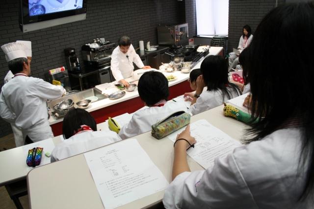 【譚シェフの料理の技を間近でみるFood生】