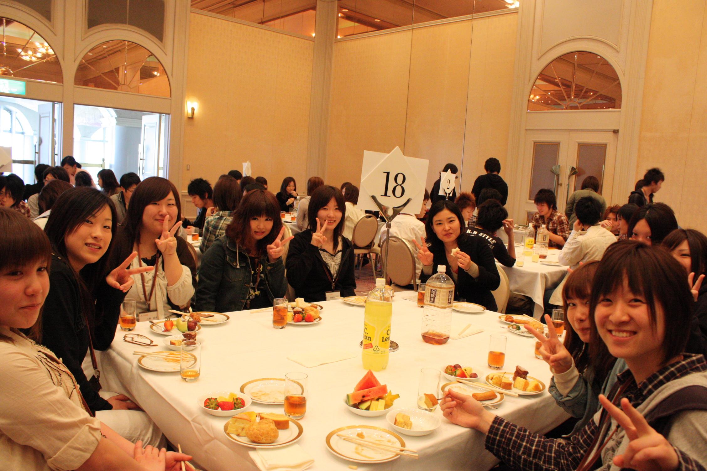 昼は、STEPの美味しいランチタイム!クラスみんなと楽しくお食事です!!