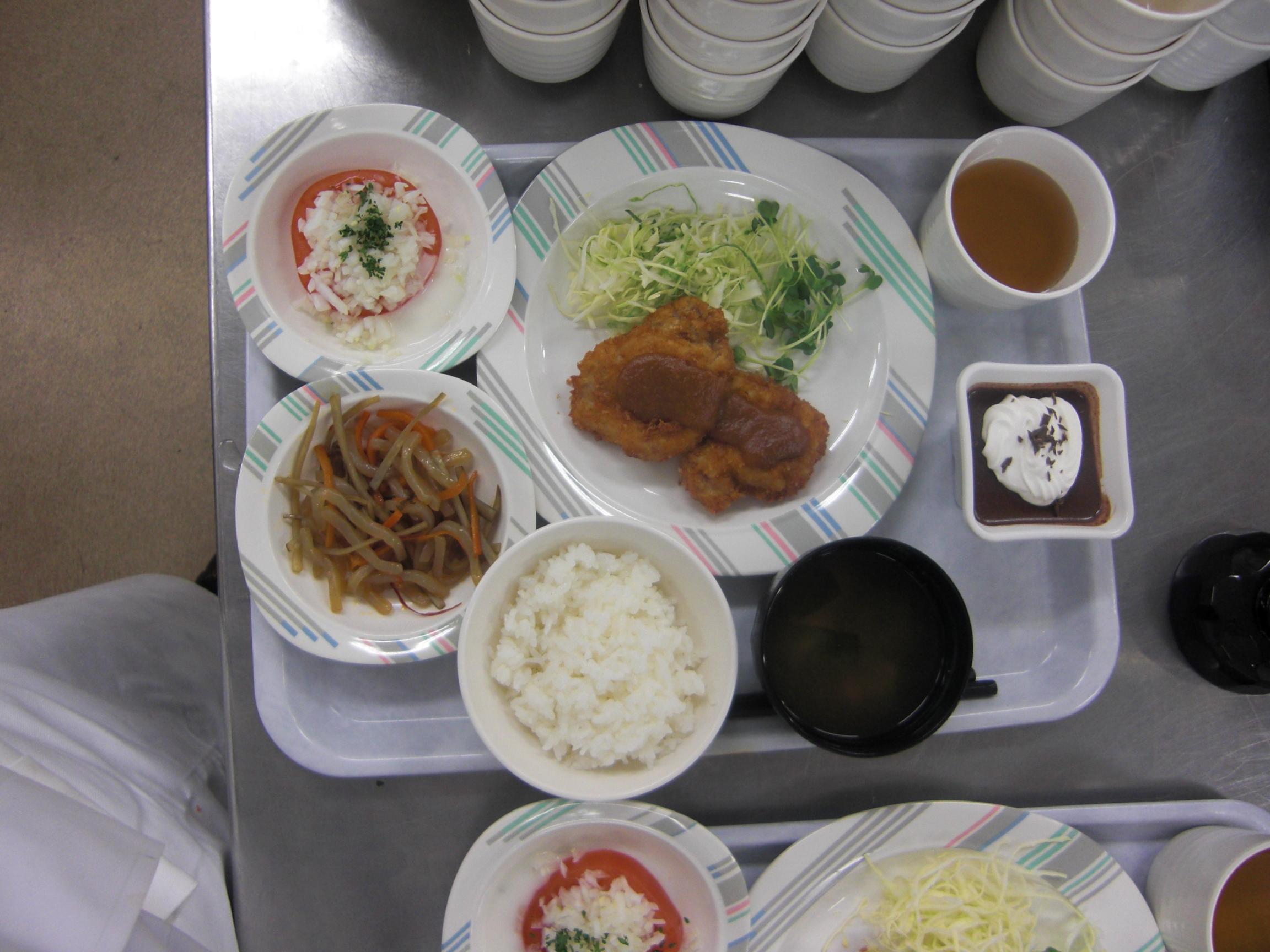 2年健康調理学科 初今年度校内給食販売